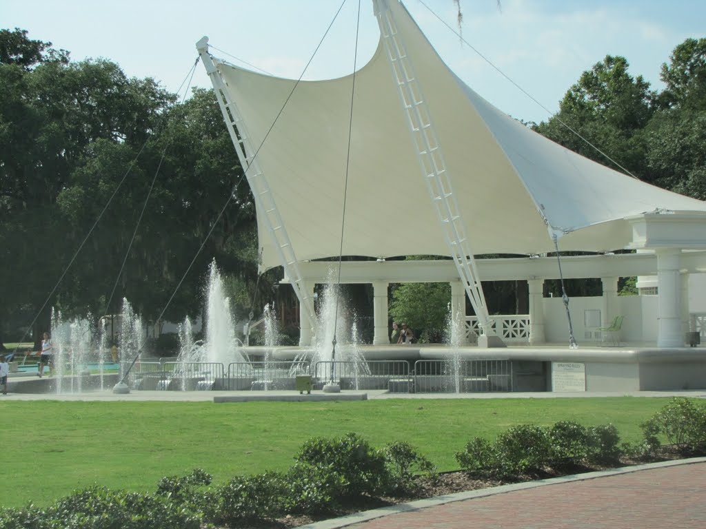 Forsyth Park fountain spray pool renovations Summer 2015 delayed opening