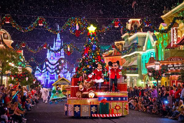 Osborne Family Lights deal Disney Two SIsters Travel Savannah