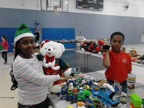 West Broad Street YMCA give back during holidays donate Savannah 2016